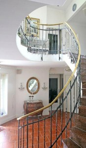 Qube-home-lift-with-staircase1